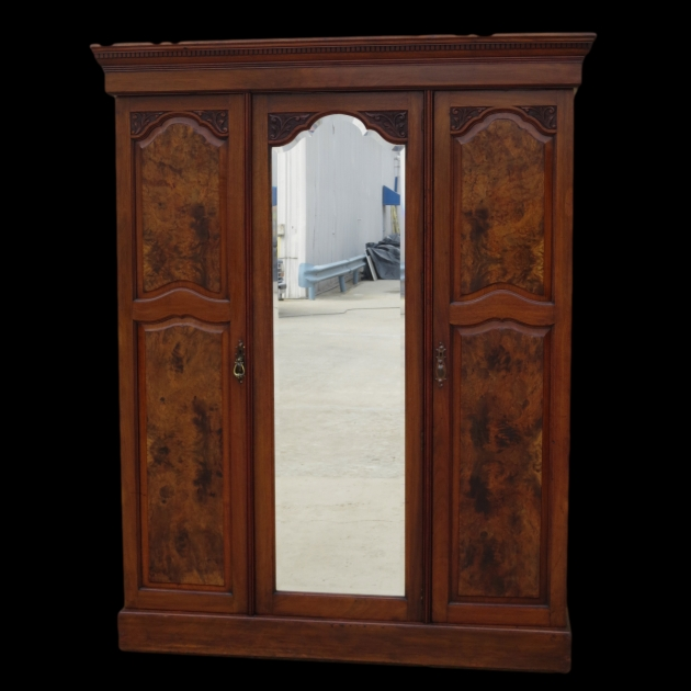 Antique Wardrobe Antique Armoires Antique Wardrobes And Antique Furniture From Photos