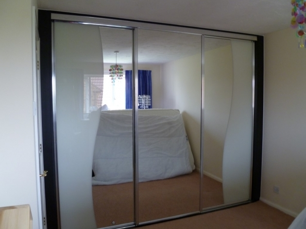 Awesome Wardrobes With Mirrored Sliding Doors Uk Mirrored Door Wardrobe Wardrobe Design Sliding Door Images