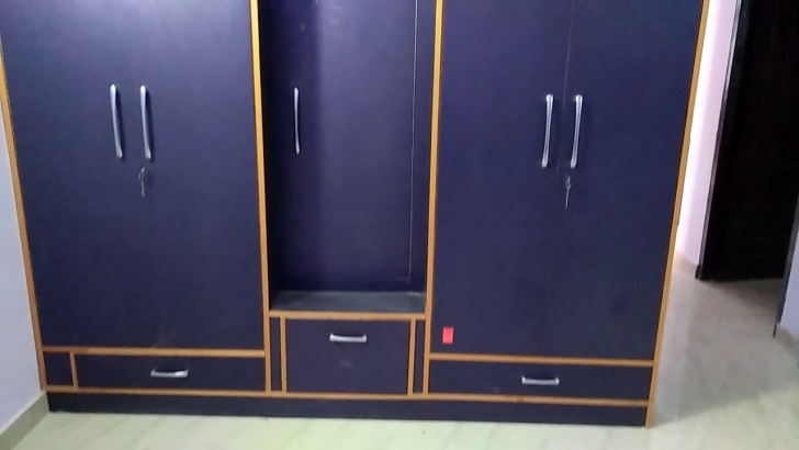 Alluring Wardrobes , Almirah , Almaari Wodden Almirah - Youtube Bedroom Almari With Dressing