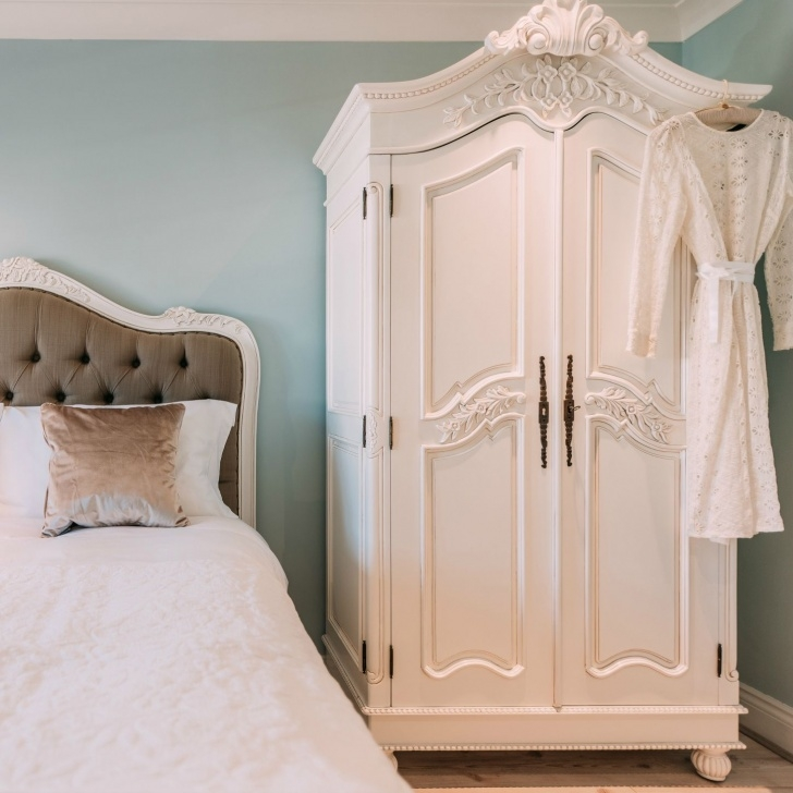 Outstanding French White Hand Carved Double Armoire Wardrobe   儿童房   Wardrobe White Carved Wardrobe Closet Pics